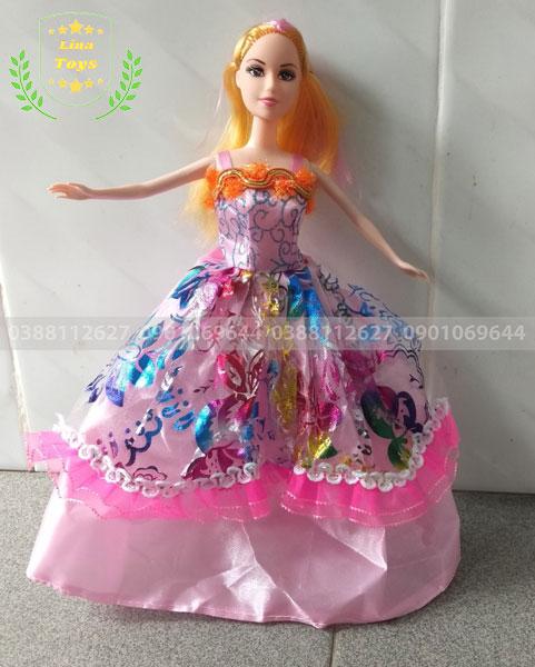 Chị búp bê barbie mặc đầm