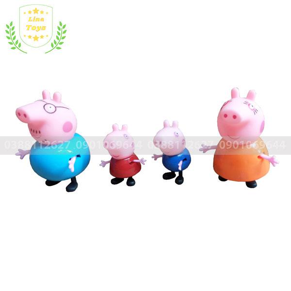 Gia đình heo peppa trong bộ đồ chơi